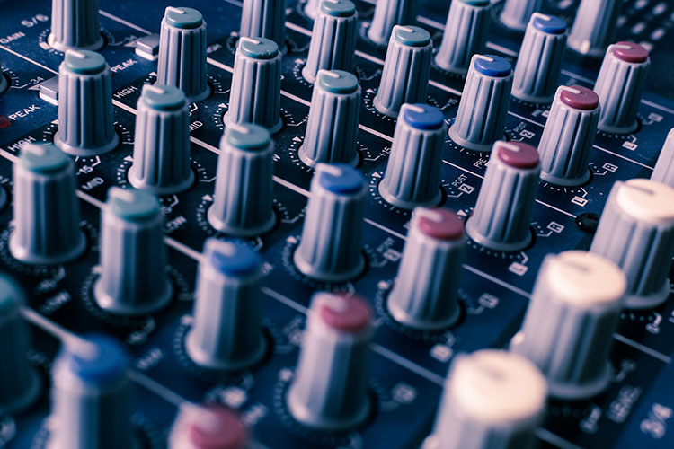 The Best USB Audio Interfaces for $100 or Less - Produce Like A Pro