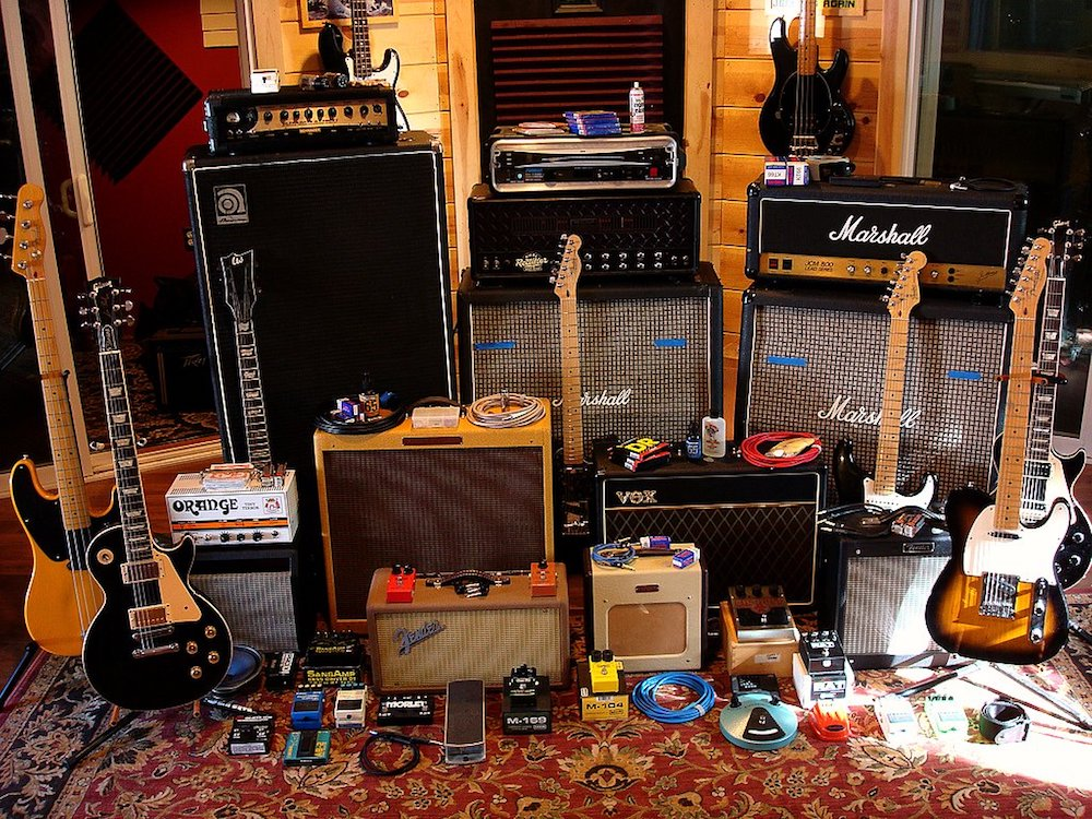 10 Helpful Tricks for Mixing Guitars