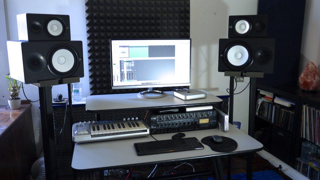 Hoe kan ik hook up studio monitoren
